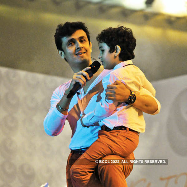 Sonu Nigam performs at the Klose to my Heart concert in Noida