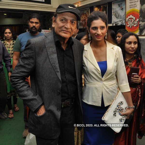 Sondhey Namar Age: Premiere