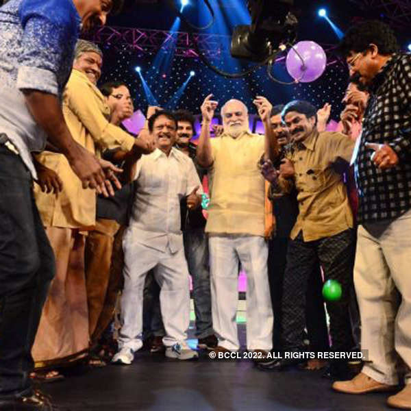 Tollywood plays to raise fund for Hudhud victims