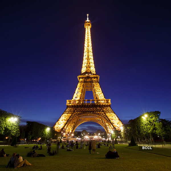 Famous landmarks turn suicide points