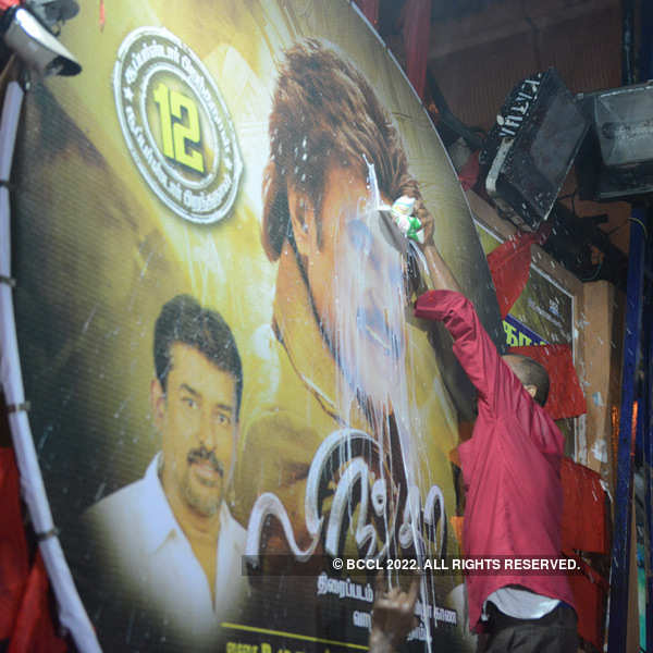 Lingaa's 1 am show @ Kasi theatre