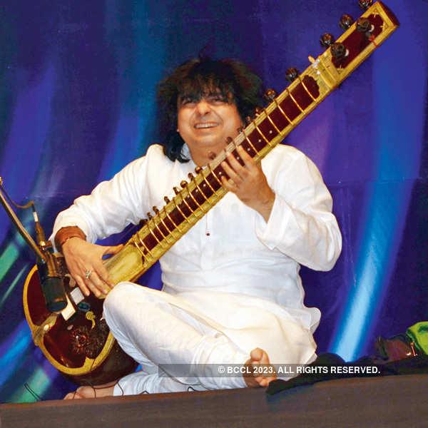 Zakir, Niladri at a musical event