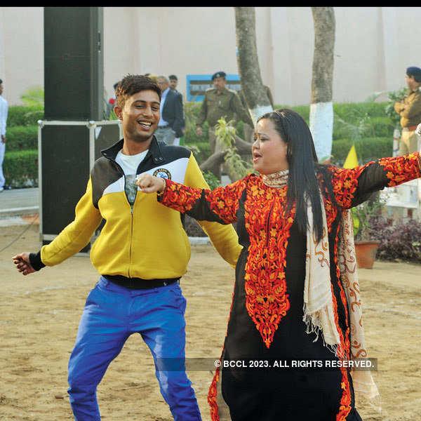 Bharti performs at Tihar Jail