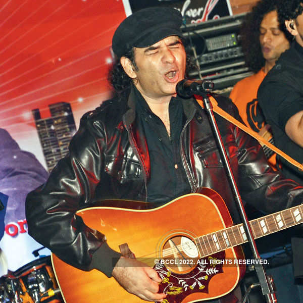 Mohit sets the mood right