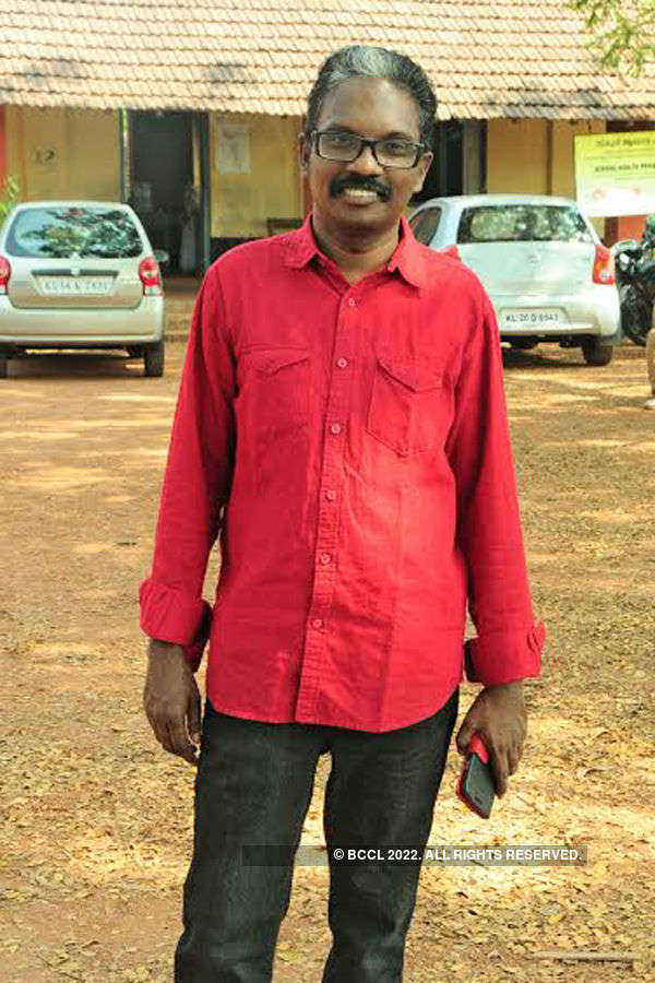 Anumol spotted at the set of Valiya Chirakulla Pakshikal