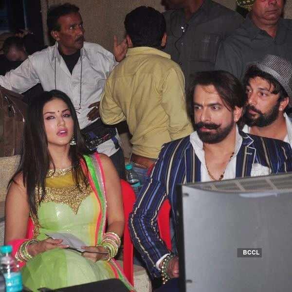Sunny Leone celebrates Christmas with Kapil Sharma
