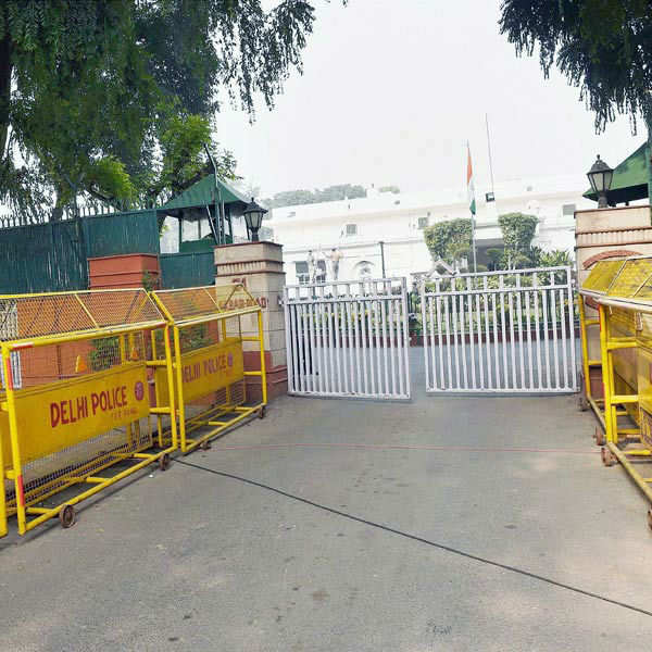 Govt asks Cong to vacate properties