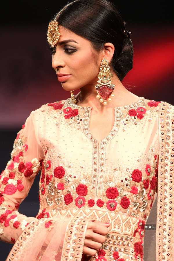 Fashion show: Jazbaa