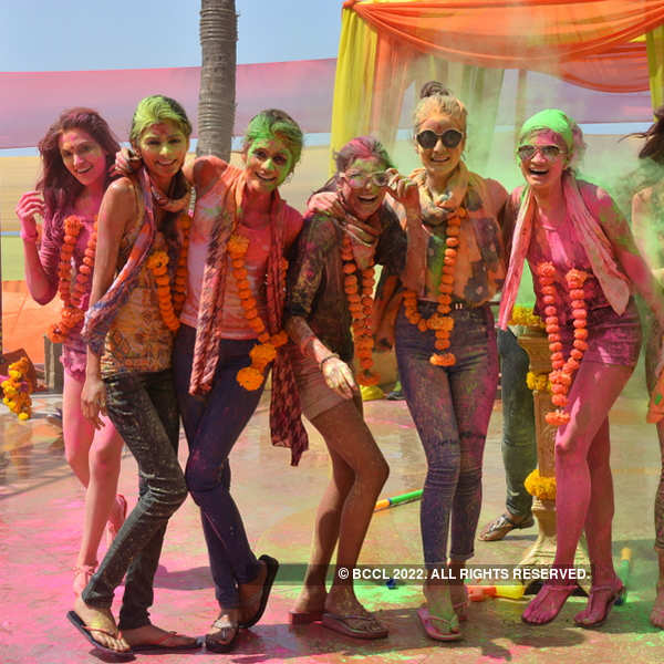 Beauty Queens' sizzling holi celebration