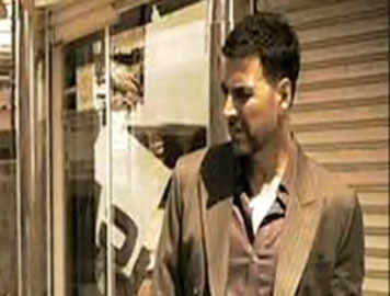 Watch: Akshay's tough look from 'Airlift'