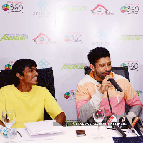 Farhan Akhtar spreads joy