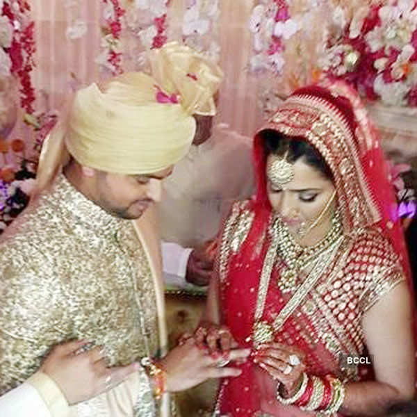 Suresh Raina celebrates his 3rd anniversary, see wedding pictures