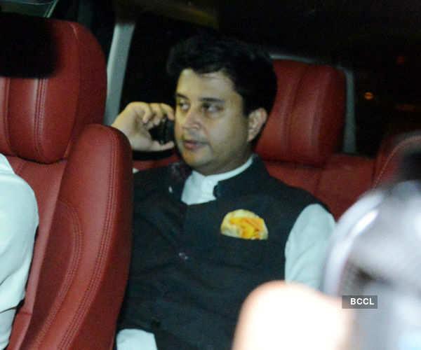 Suresh Raina celebrates his 3rd anniversary, see wedding pictures