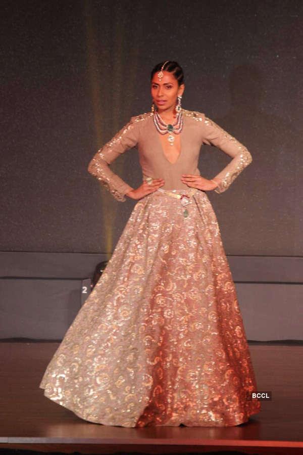 Celebs @ Anmol Jewellers fashion show