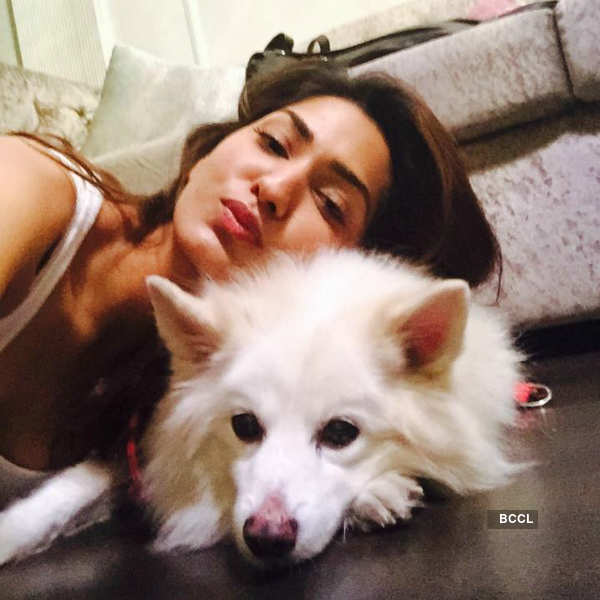 Gorgeous Jhataleka Malhotra clicked with her pet snoopy