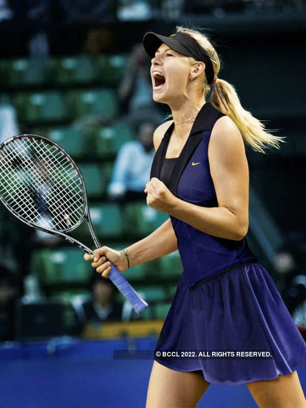 Sharapova wins in first round of Madrid Open