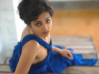 video: Nothing wrong in a casual nude appearance, says Neha
