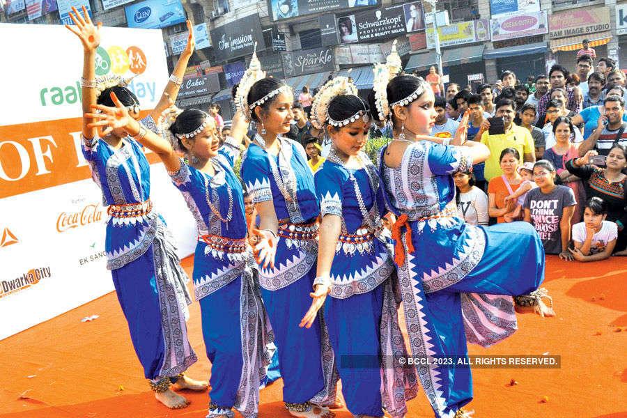 Dwarka Raahgiri goes traditional