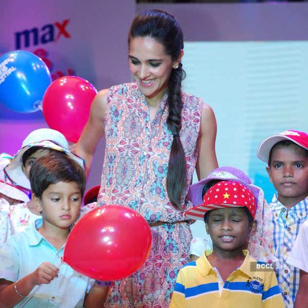 Tara, Mandira @ Kids fashion show