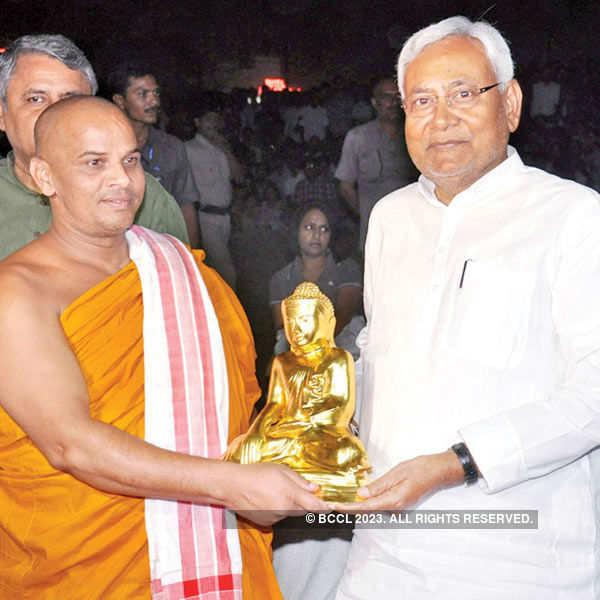 Nitish unveils a laser show depicting Bihar