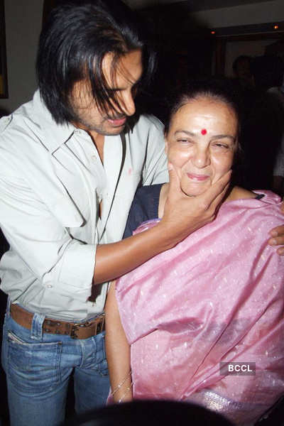 Celebs with their mothers