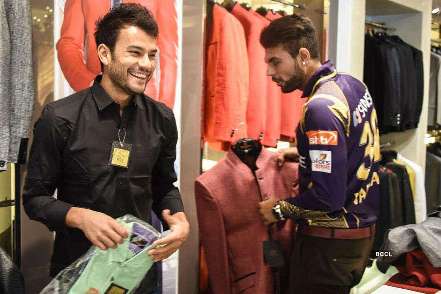 KKR Team @ Manyavar Store