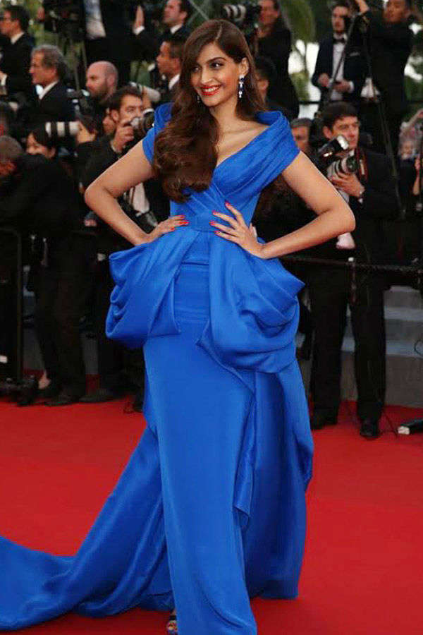 Sonam Kapoor looks stunning as she walks the red carpet at the Cannes- Photogallery  - Times of India