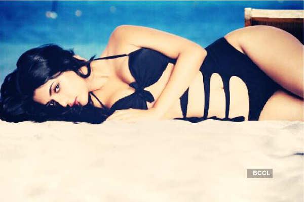 Ruhi Singh raises the OOMPH in a black bikini!