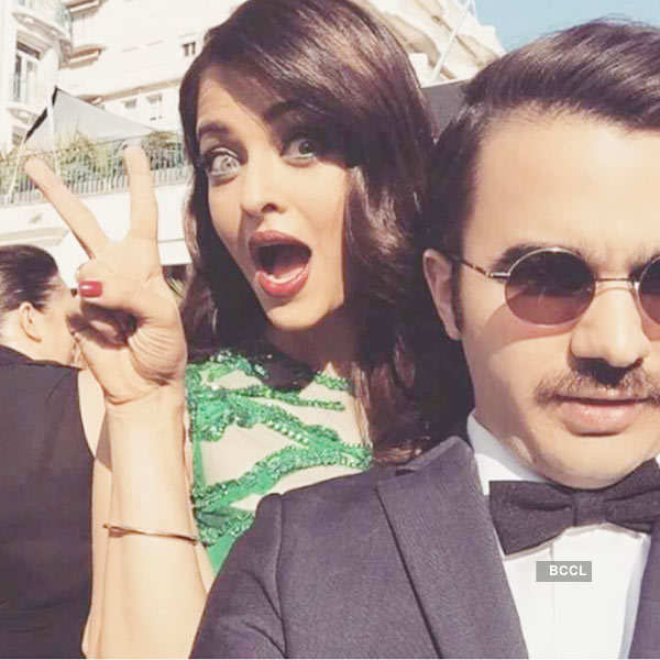 Celebrity photo bombers Photogallery - Times of India