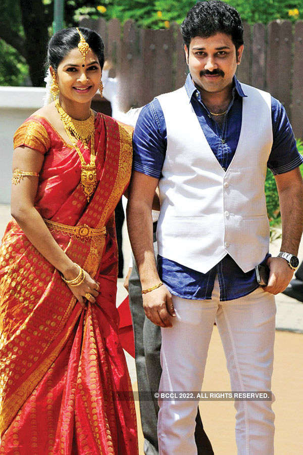 Manoj-Pranathi tie the knot