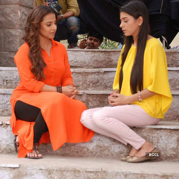 Itna Karo Na Mujhe Pyar: On the sets