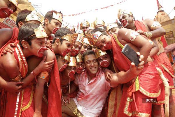 Top 10 Salman Khan's selfies!