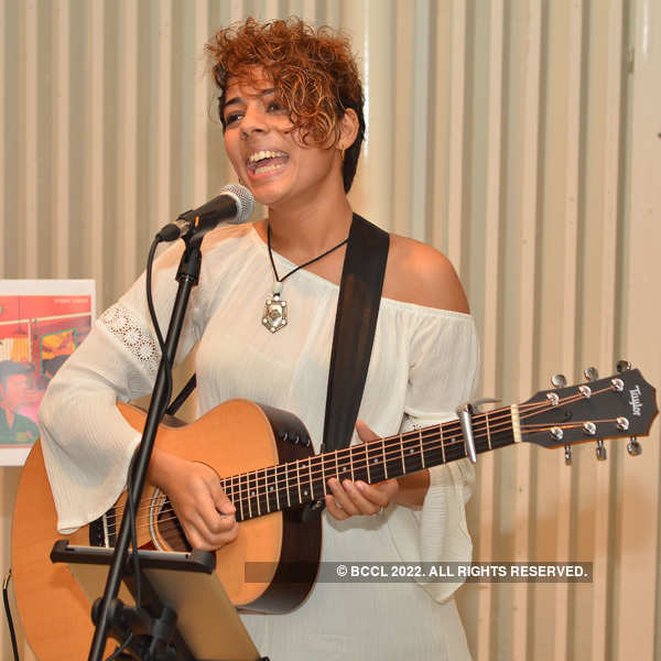 Pranati performs at Gallery Cafe