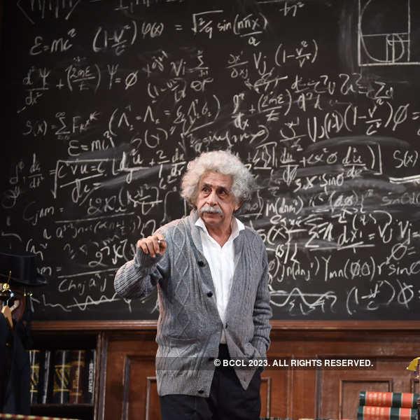 Naseeruddin Shah plays Einstein on stage