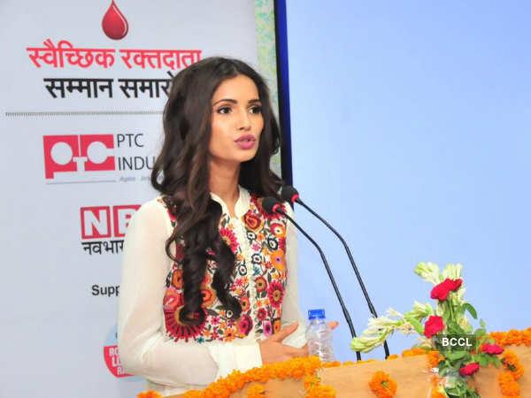 Beauty queen Vartika Singh encourages blood donation