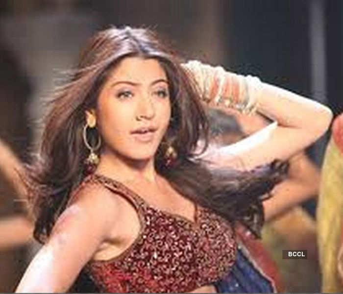 Anushka Sharma Looks Ravishing