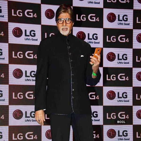 Big B unveils LG G4 smart phone