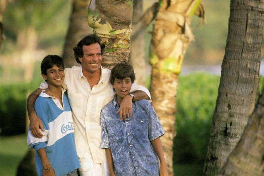 Julio Iglesias had a rough relationship with his son Enrique Iglesias