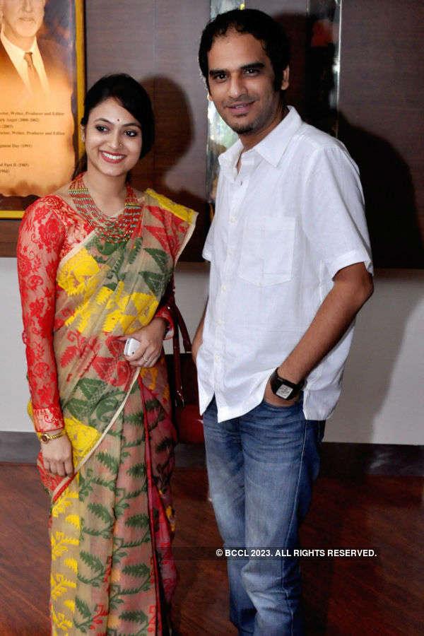 Asha Jaoar Majhe: Premiere