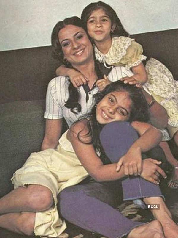 Kajol and Tanisha Mukherjee pose
