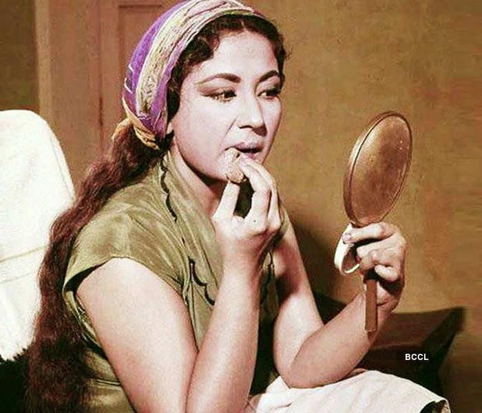 Meena Kumari looks adorable