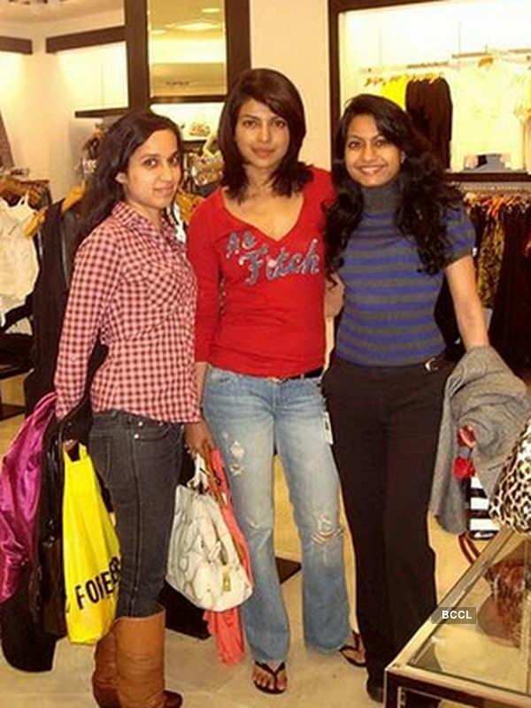 Priyanka Chopra poses with her friends