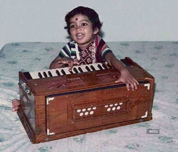 Shreya Ghoshal tries her hand on harmonium