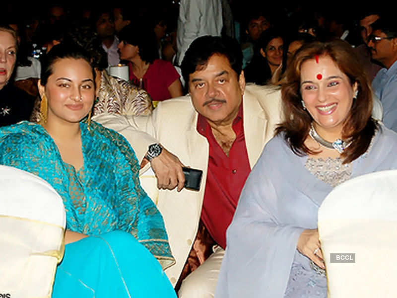 Sonakshi Sinha poses with her parents