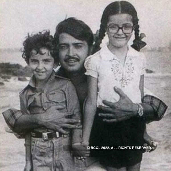 Hrithik Roshan poses with his father