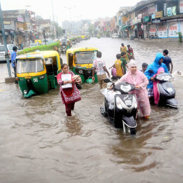 Monsoon unleashes mayhem in Gujarat, 25 dead