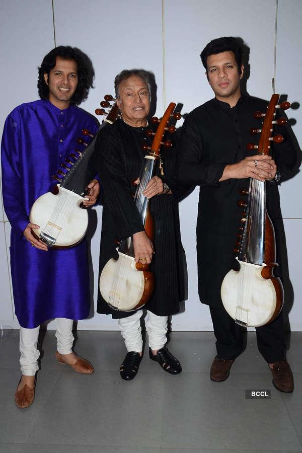 Amjad, Ayaan and Amaan play Vande Mataram