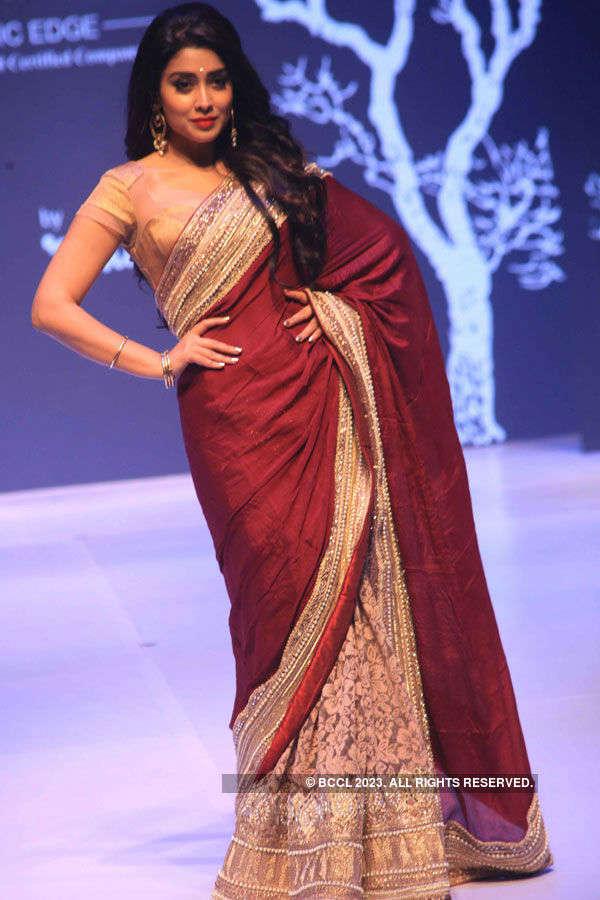 Shriya @ Ethnic Fashion Show
