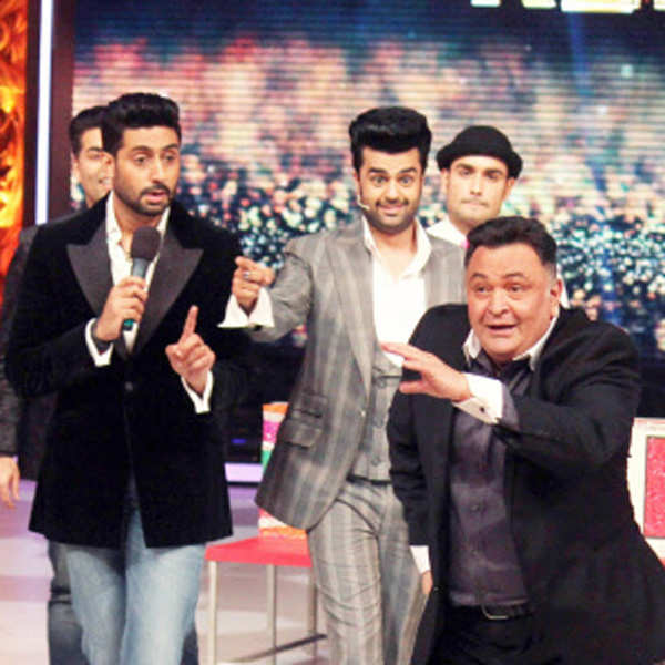 Rishi Kapoor performs on the set