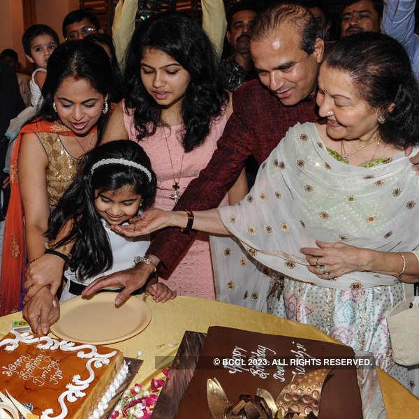 Suresh Wadkar's 60th b'day party